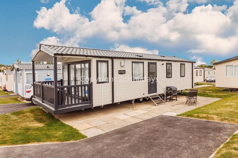 6 berth luxury caravan for hire at Haven Hopton in Yarmouth ref 80016F, vacation rental in Hopton on Sea
