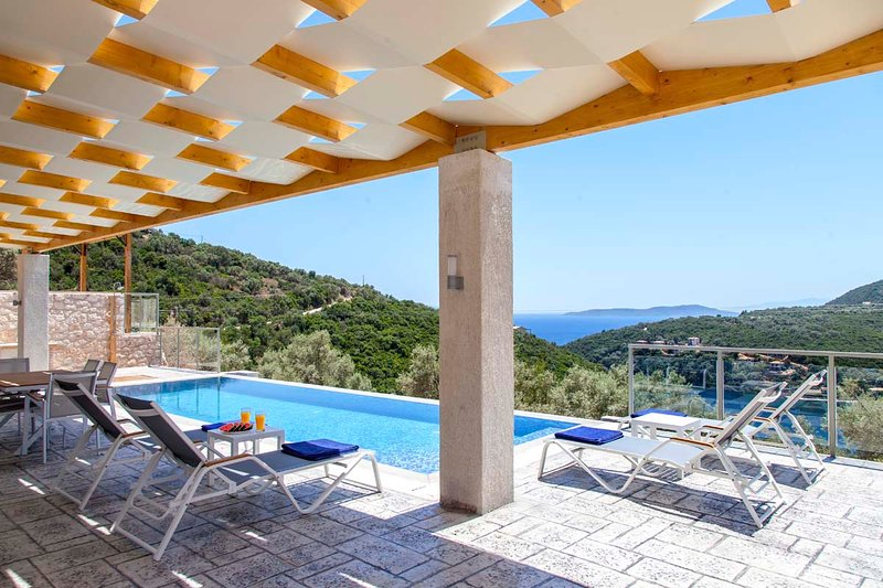 Early Bird Offer :Brand New Villa in Sivota Village with infinity swimming pool, holiday rental in Fterno