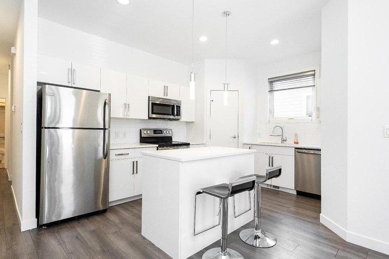 Beautiful 2 Bedroom in Trendy Winnipeg Neighbourhood – semesterbostad i Winnipeg