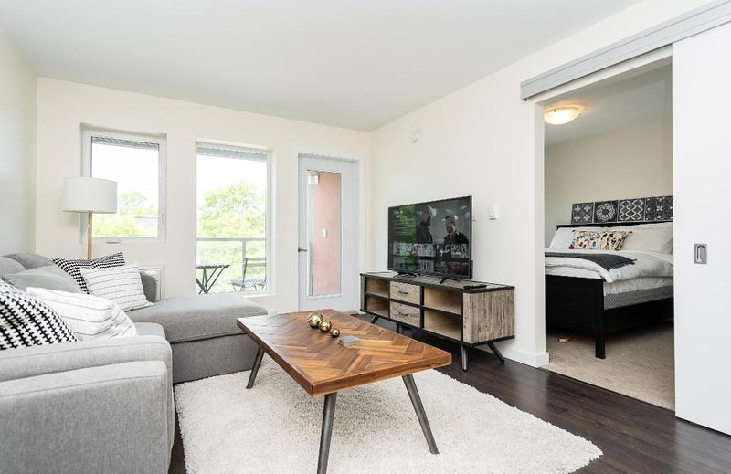 AMAZING!   The location cannot get much better than this. Less than 5 minutes from downtown, walking distance to many great local restaurants and shops. Smack dab in the middle of one of Winnipeg's most cultural neighbourhoods!   All linens, cook...