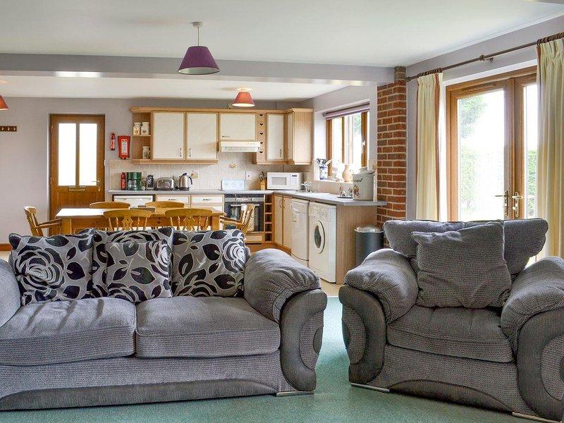 Carp Cottage - UKC1907, holiday rental in Collingham