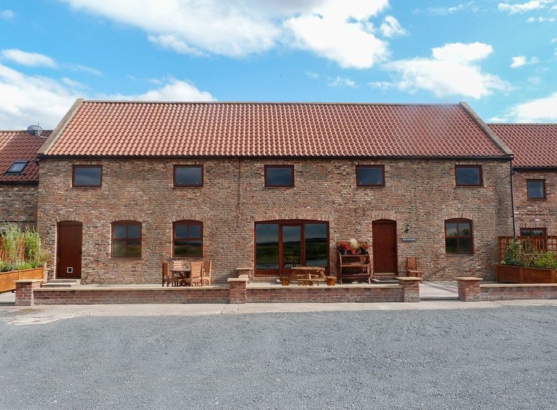 The Granary, holiday rental in Withernwick