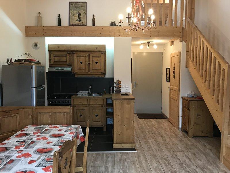 ALTURA T2 Duplex wifi au pied des montagnes, vacation rental in Albepierre-Bredons