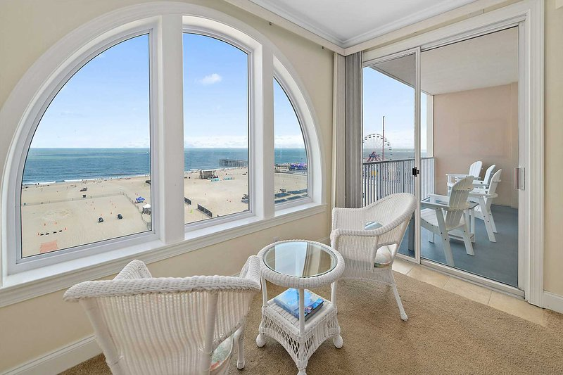 Fabulous Ocean Front Condo on Boardwalk Great Ocean & Beach Views Belmont, holiday rental in Ocean City