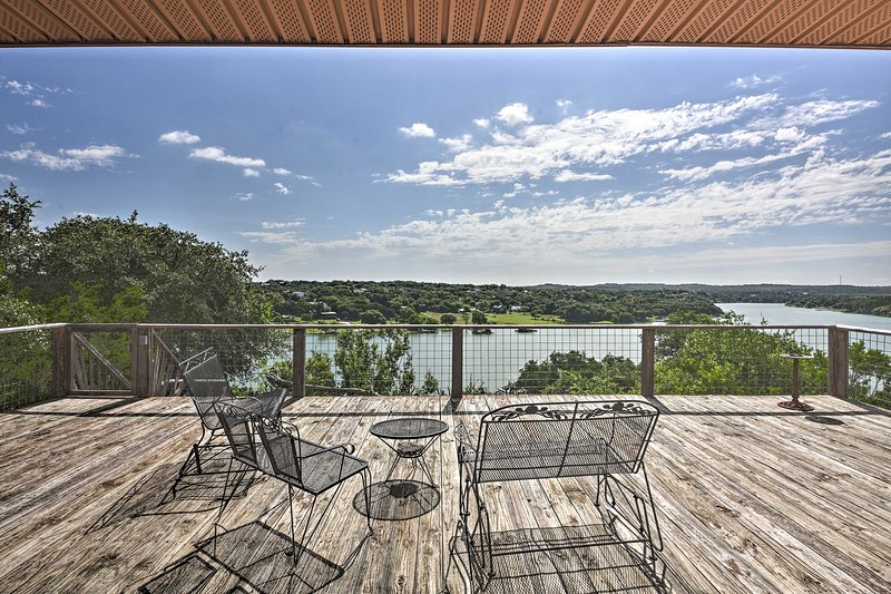 'The Cloud House' Spicewood House w/ Lake Views!, vacation rental in Briarcliff