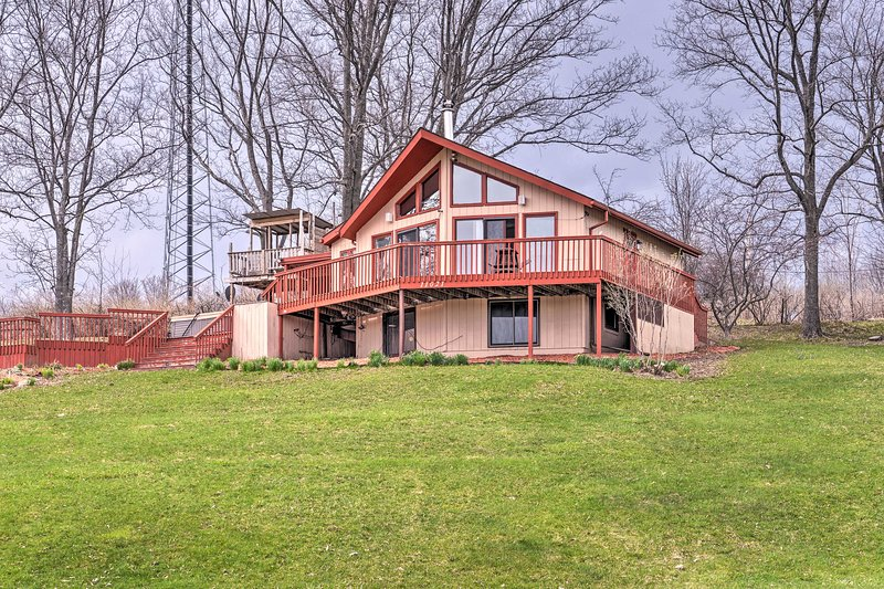 Family Home w/ Hot Tub: 2 Minutes to Swain Resort!, holiday rental in Swain