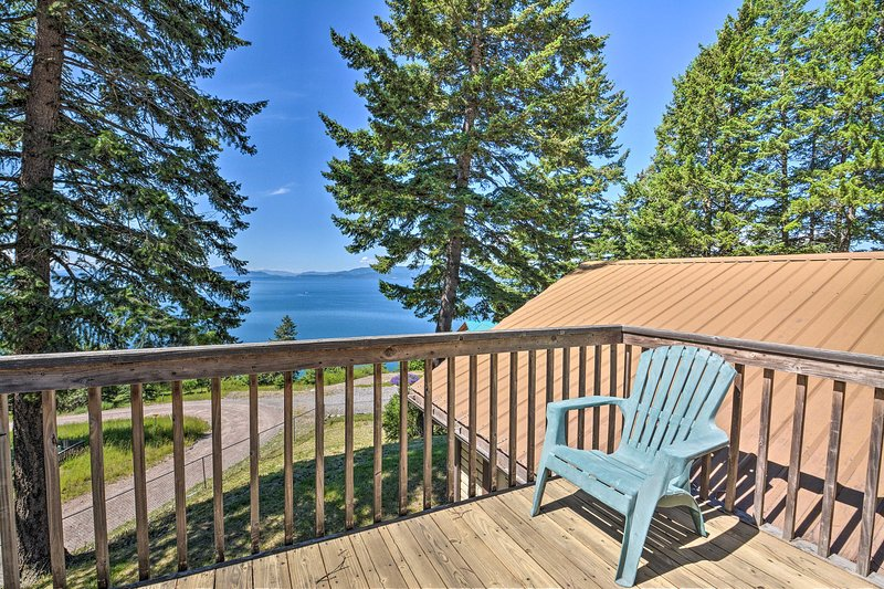 Spacious Bigfork Retreat Overlooking Flathead Lake, holiday rental in Woods Bay
