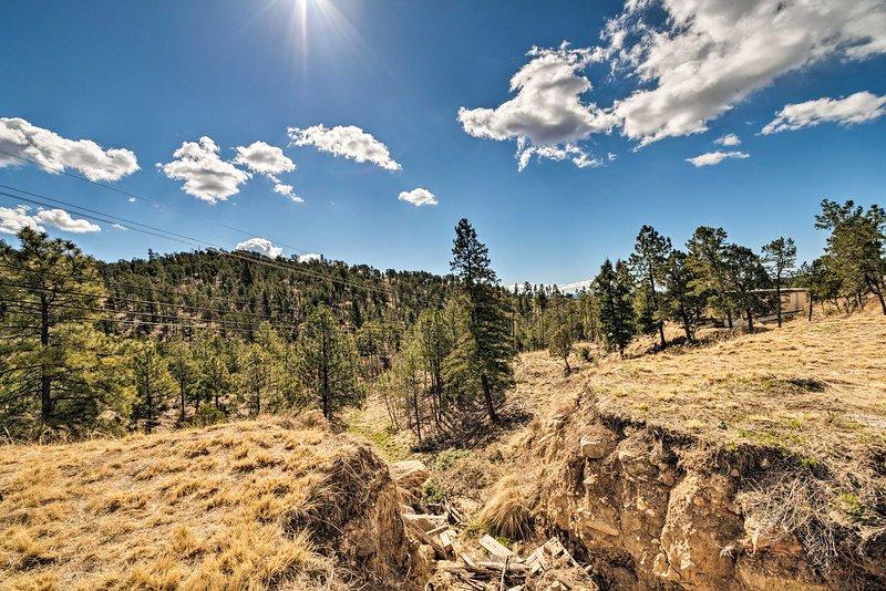 La cabine de location de vacances offre une vue imprenable sur la montagne.