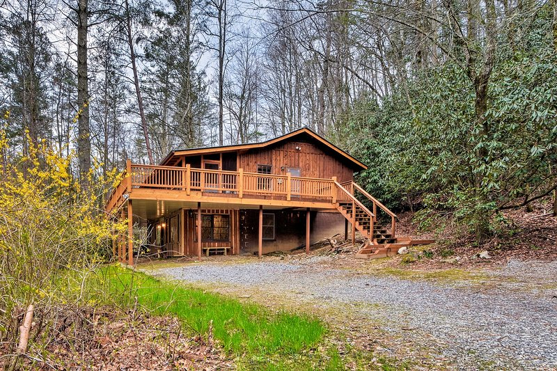 Seed Lake Home on 14 Acres w/Dock + Kayaks!, holiday rental in Wiley