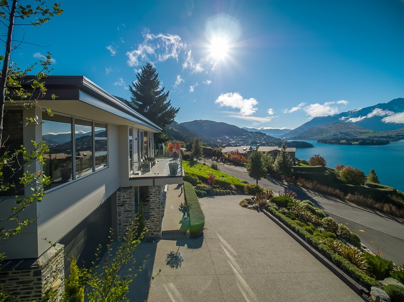 Q by the Lake - Aspen Grove, holiday rental in Queenstown