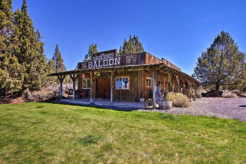 Dog-Friendly Ranch Cottage w/Trails: 13 Mi to Bend, casa vacanza a Alfalfa