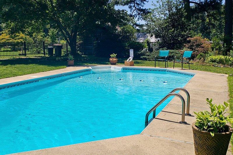 Deze charmante woning beschikt over een privézwembad!
