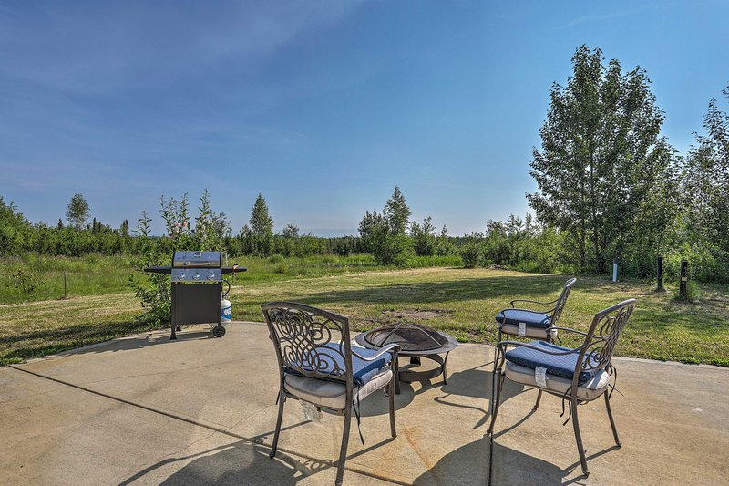 The 2-bedroom, 1-bathroom vacation rental is in the Big Lake Recreation Area.