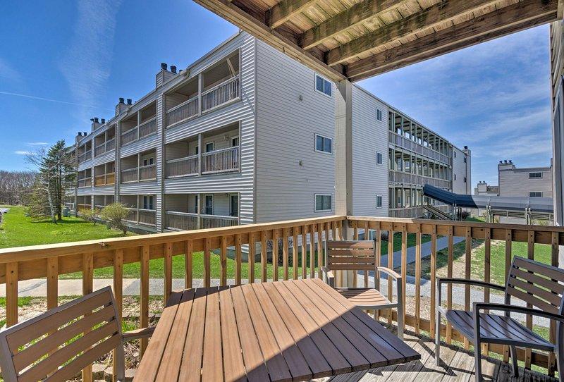 Este condominio de Beech Mountain tiene 2 dormitorios, 2 baños y puede alojar hasta 7 personas.