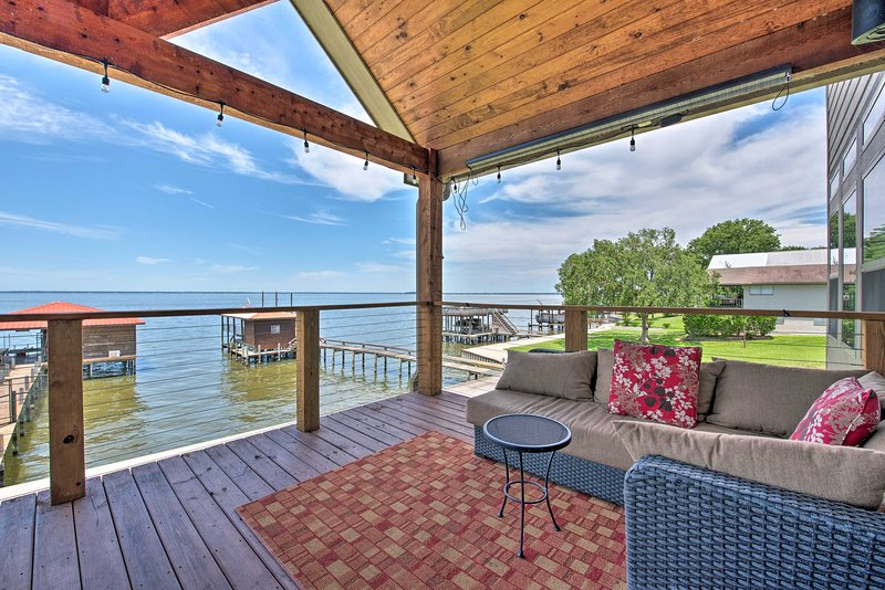 Luxury Lakefront Coldspring Home w/ Boathouse – semesterbostad i Livingston