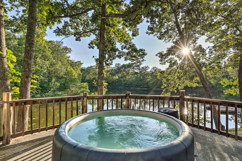 This vacation rental cabin is located in Macks Creek near Lake of the Ozarks.
