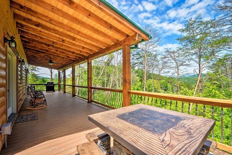 'Southern Spirit' Cabin - 1 Mile to Bryson City!, location de vacances à Parc national des Great Smoky Mountains