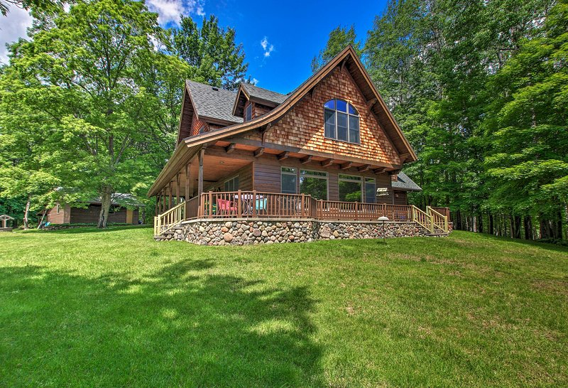 Enjoy lakefront fun at this gorgeous Superior cabin that sleeps 19!