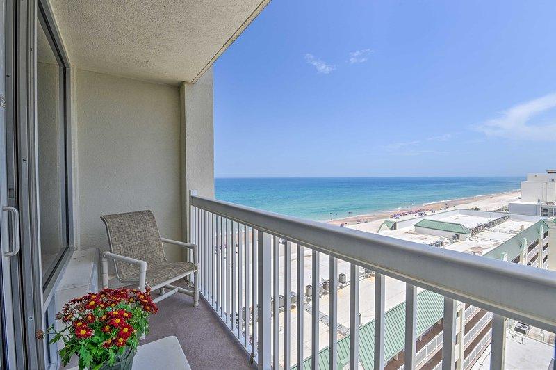Daytona Beachfront Condo w/ Ocean View & Amenities, holiday rental in Holly Hill