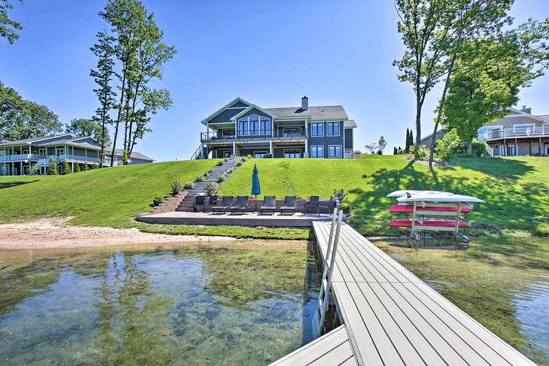 Waterfront Silver Lake Home w/ Private 40' Dock!, holiday rental in Grawn