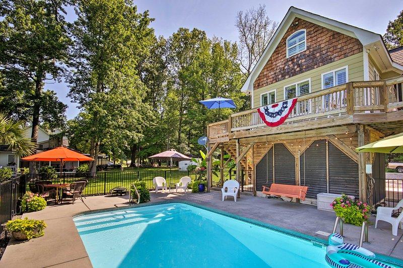 Camden Home on Lake Wateree w/ Boat Dock!, aluguéis de temporada em Westville