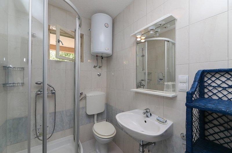 A2 (2 + 2): banheiro com vaso sanitário