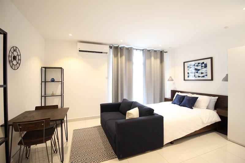 Embassy Garden Studio Apartment w Pool+Gym+Parking, aluguéis de temporada em Acra