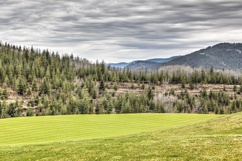 Grab your clubs and check out the Galena Ridge Golf Course!