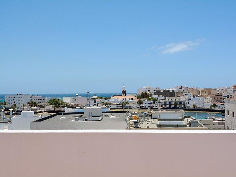 Centric APT Solarium Terrace + Sea Views, vacation rental in Puerto Naos