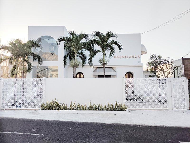 Casablanca 5 bedrooms Villa, 2 separate living spaces, vacation rental in Ungasan