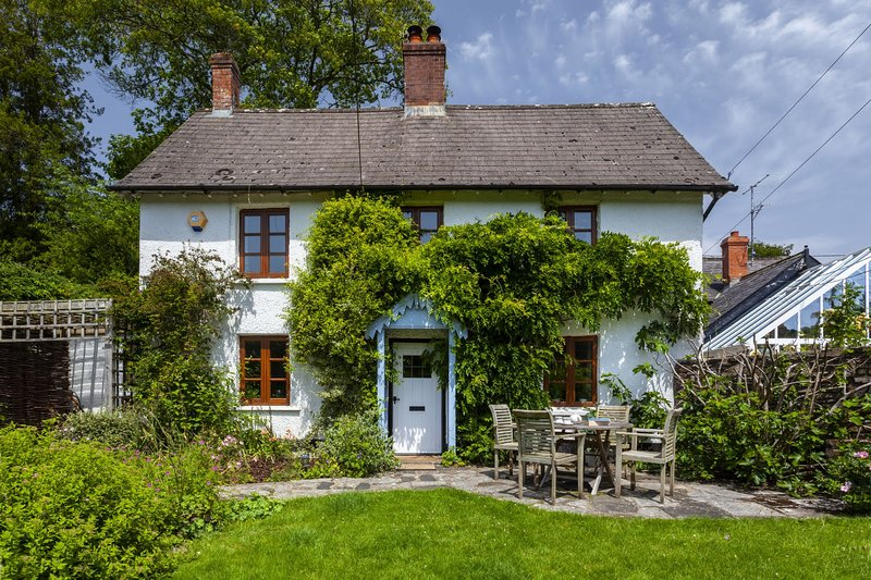 Old School House, Brushford - Sleeps 6 - Exmoor National Park - fabulous area fo, vakantiewoning in Bampton