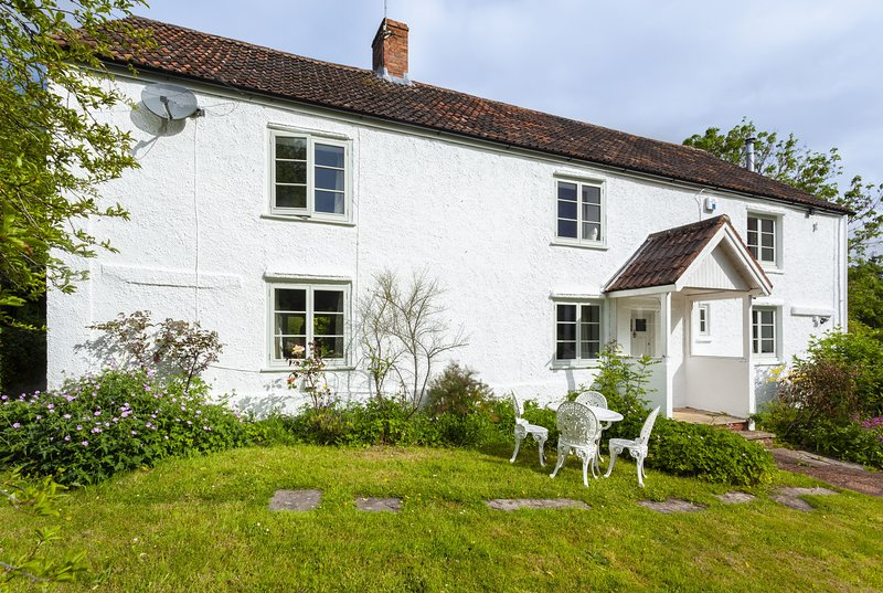 Trinity Cottage, Roadwater - Spacious Cottage with Gardens - sleeps 8, vacation rental in Luxborough