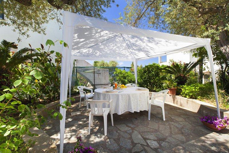 AMORE RENTALS - Casa Il Faro with Garden, Swimming Pool, Terrace and Air Conditi, alquiler vacacional en Anacapri