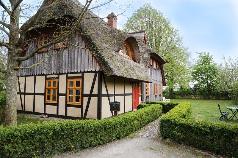 Ferienwohnung Rot-Fuchs | direkt am Bodden & der Ostsee, Kamin & Garten, casa vacanza a Hessenburg