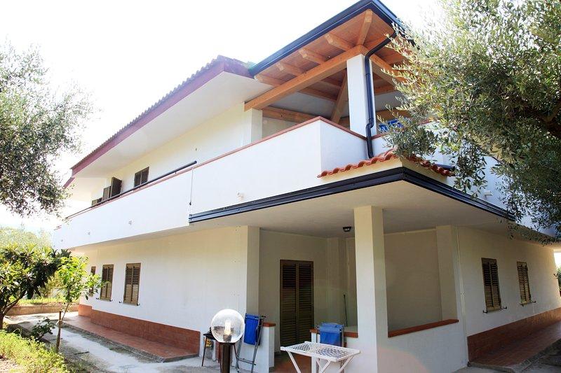 Case vacanze Sangeni, Appartamento n 5  - al primo piano con terrazza, vakantiewoning in Capo Vaticano