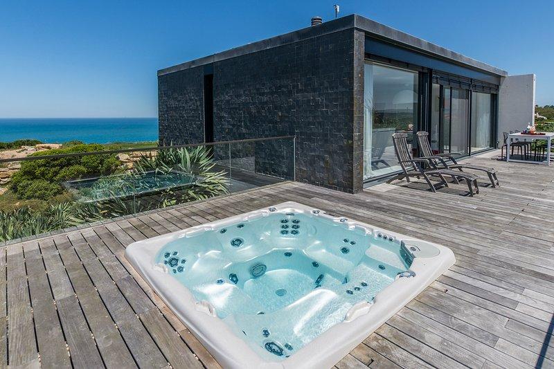 Venda Nova Villa Sleeps 6 - 5808654, holiday rental in Serra da Pescaria
