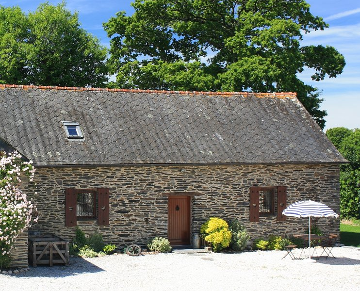 Beautiful Barn Conversion. Family-friendly. Great location!, location de vacances à Rostrenen