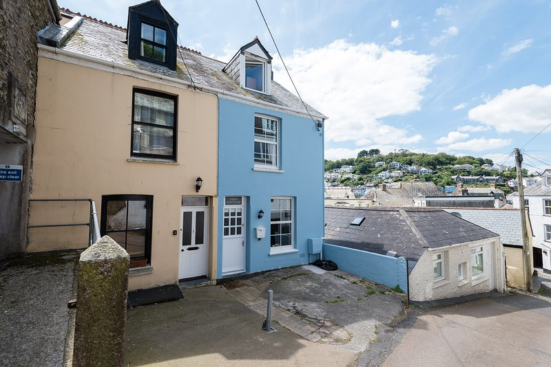 Tern Cottage is the blue cottage on the right