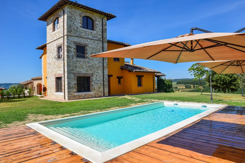House with private pool 90 km northern of Rome, holiday rental in San Liberato