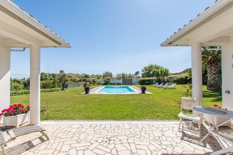 Venda Nova Villa Sleeps 8 with Pool - 5808651, holiday rental in Serra da Pescaria