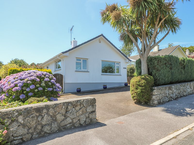 CHENIES well presented bungalow in Mylor Bridge waterside village, close to, holiday rental in Penweathers