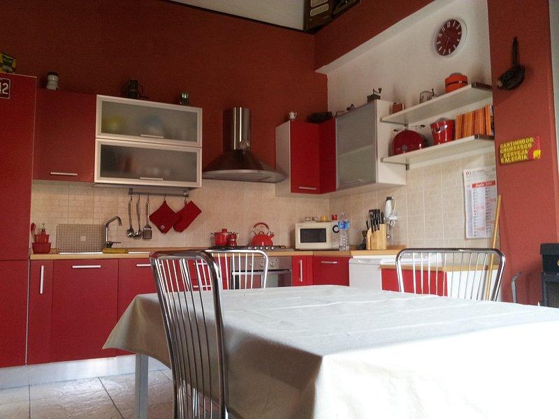 Casa vacanze al centro di Reggio con WI-FI, vacation rental in Gambarie