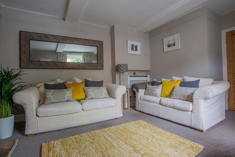 No.14 Park Street, Stunning Cottage, Private Parking and all Bedrooms En-Suite, vacation rental in Upper Oddington