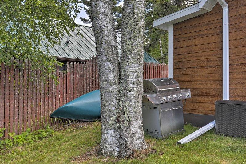 La cabina offre 2 kayak, una canoa e un molo per gli ospiti!