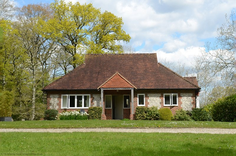 The Woodland Cottage, holiday rental in Fittleworth