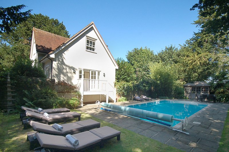 The Poolhouse, holiday rental in Fittleworth