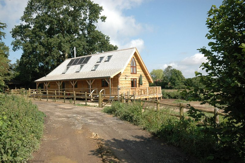 The Straw House, holiday rental in Hickstead