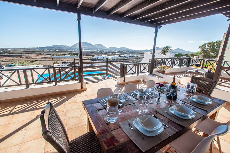 Country Villa Tigot - amazing views in unique location, vacation rental in Las Laderas
