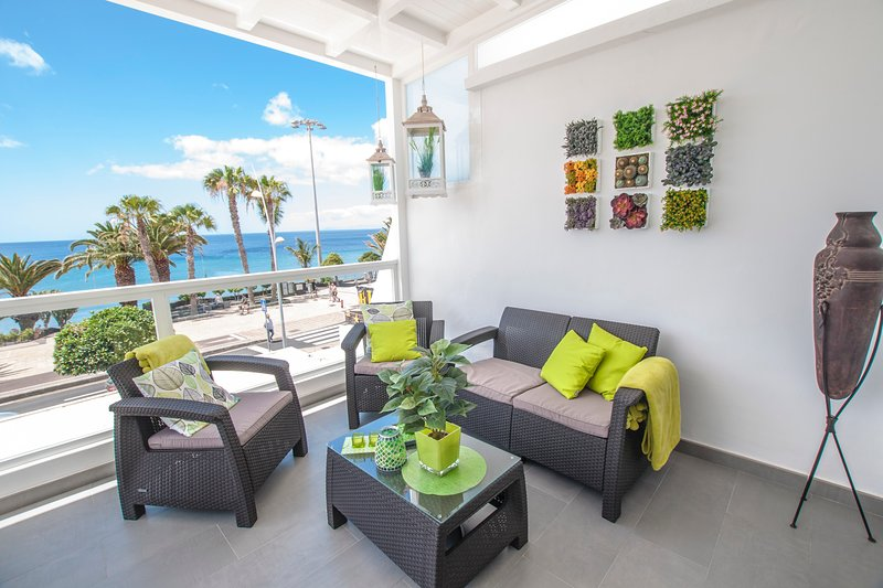 Oceano Apartment on the front line with amazing sea views, vakantiewoning in Puerto del Carmen