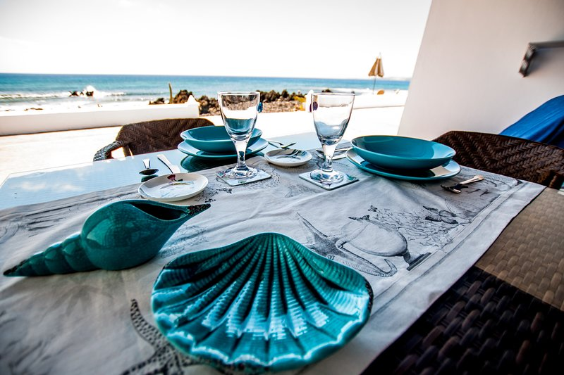 Seashell Beach House on the frontline of the ocean, vacation rental in Punta Mujeres